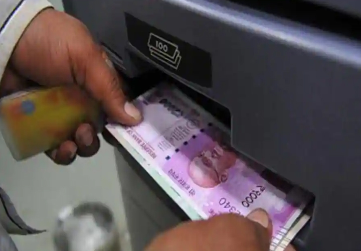 Covid-19 scare: Depositors withdraw Rs 53,000 crore cash in 15 days