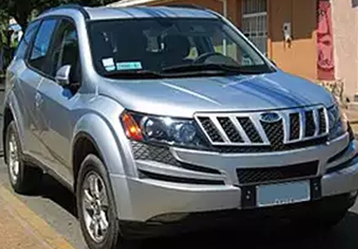 Mahindra launches entry level variant of XUV500 at Rs 12.22 lakh