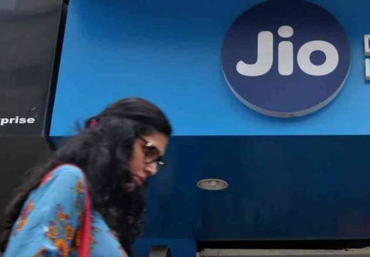 Jio, BSNL gain in April