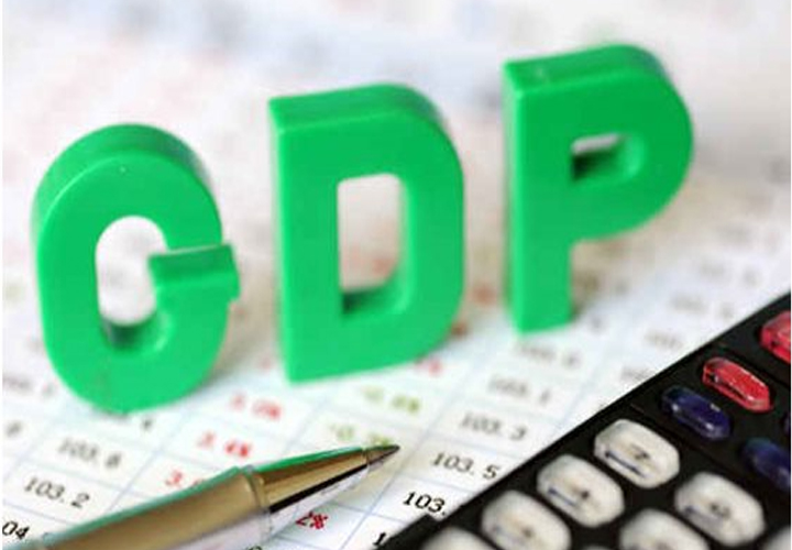 GDP growth slows to 3.1% in Q4; core sector output contracts 38.1% in April