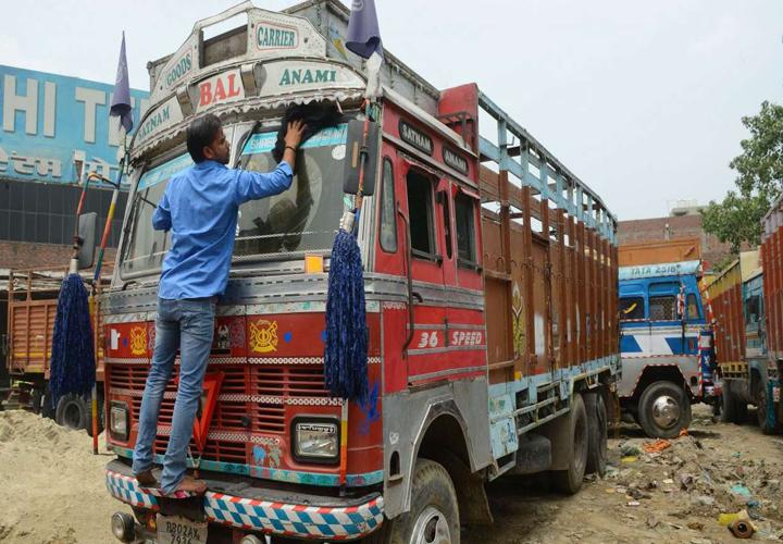 3.5 lakh trucks carrying Rs 35,000 crore goods stranded on roads