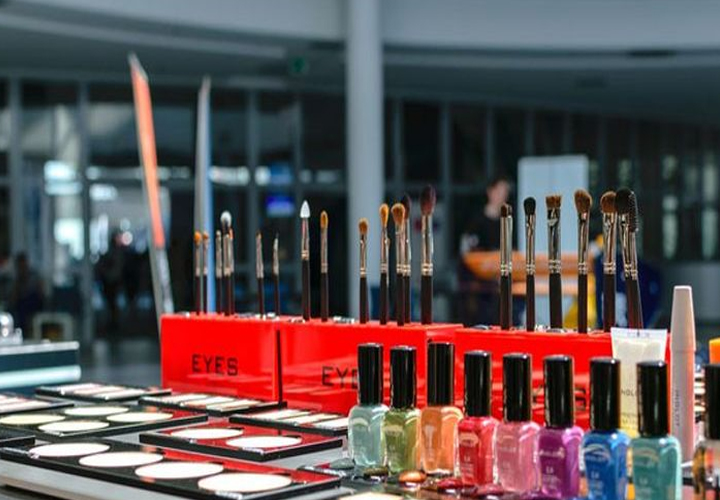 youth launches websites for photographers and beauty parlors